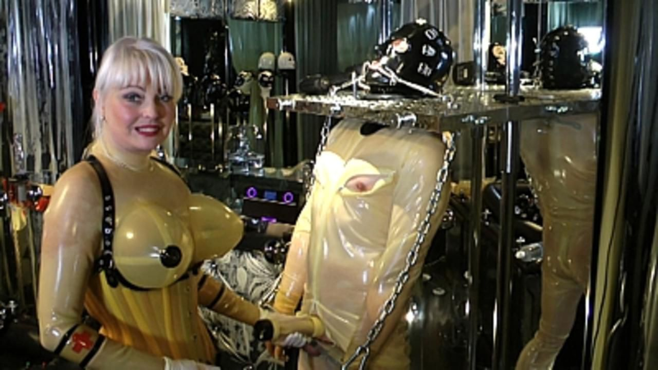 Madame Gillette - Two Rubbertoys to play Part1