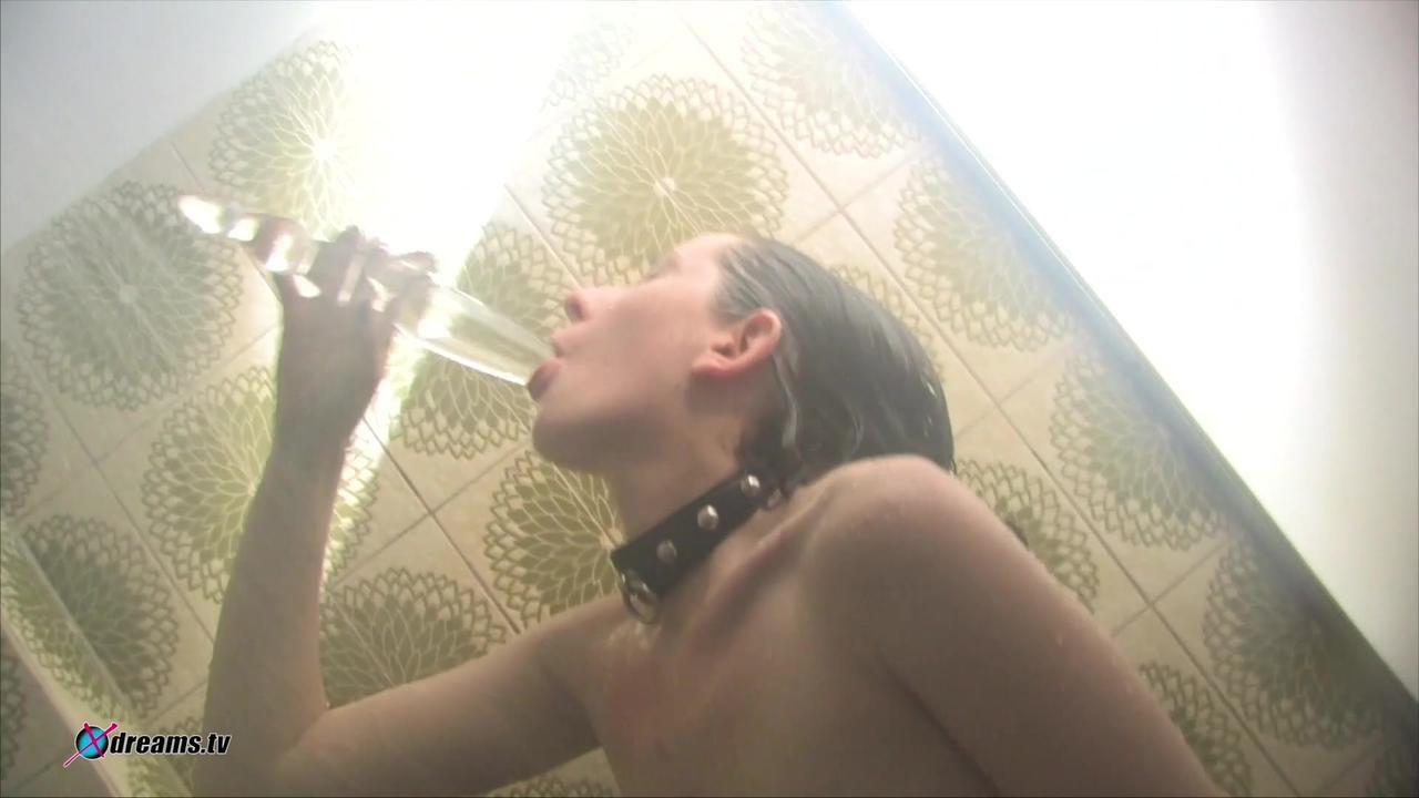 Yasemins Masturbation unter der heißen Dusche