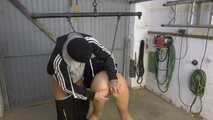Mit Zwangsjacke in der Garage