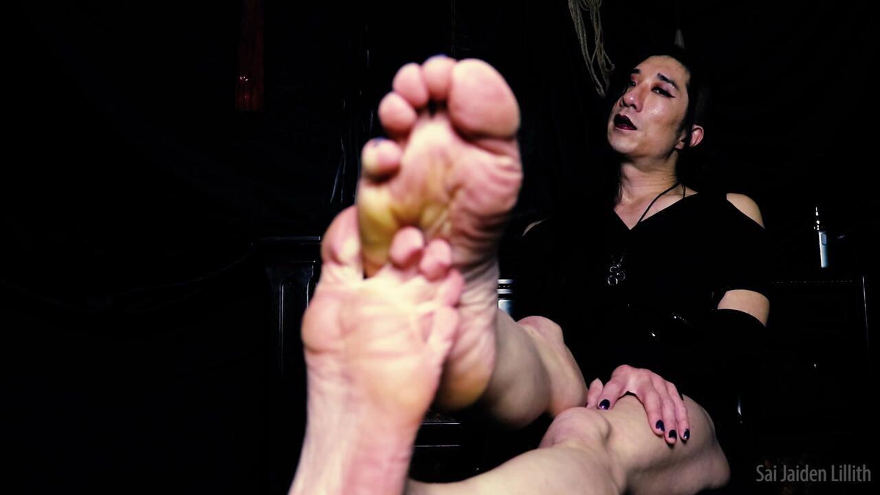 Mistress Lillith: Worship My Feet! (Solo)