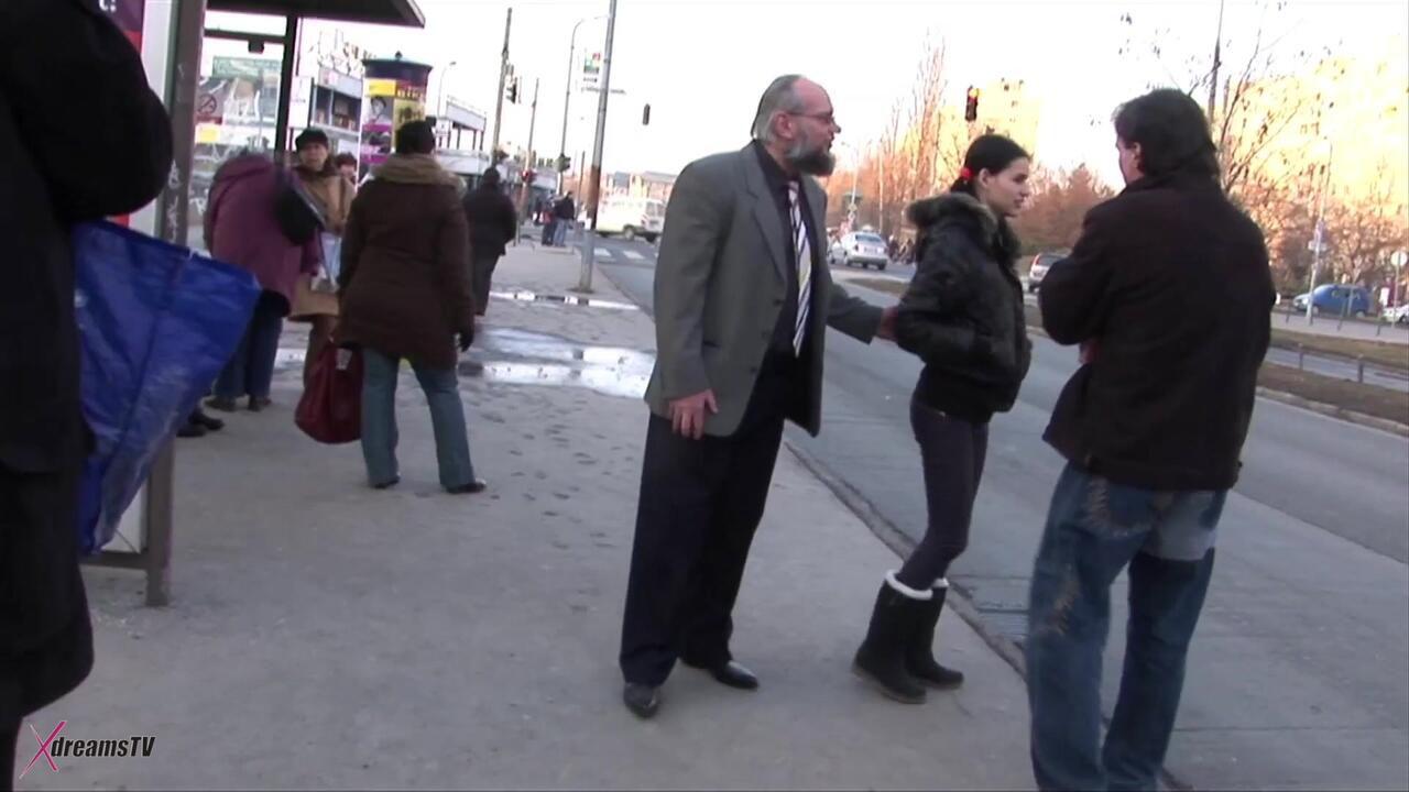 In My Home - Amateur Pickup an der Bushaltestelle für bezahlten Sex