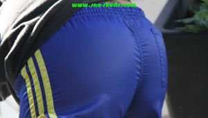 Watch Sandra on Inliner with her shiny nylon Shorts