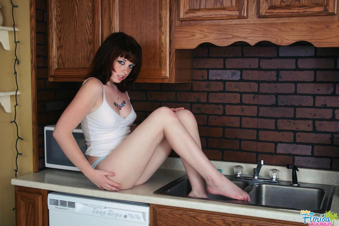 Kinky Florida Amateur Teen barbie Playing In The sink