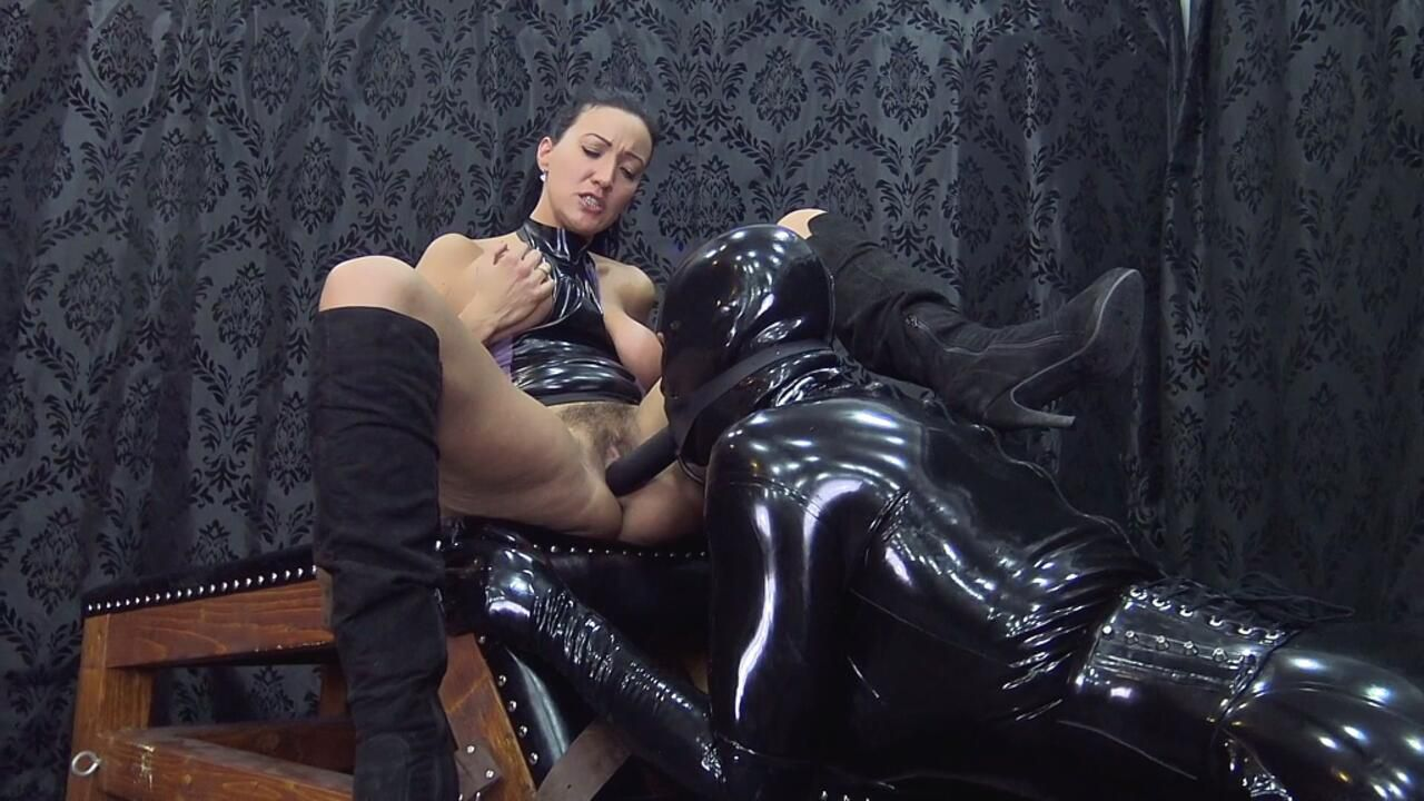 Rubber Slave 58