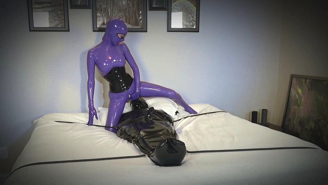 Sexuelle Ausnutzung des eingelagerten Rubber Toys