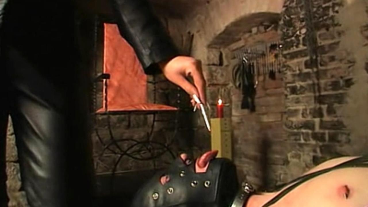 Syonera von Styx - Spittoon, boots licker, human ashtray