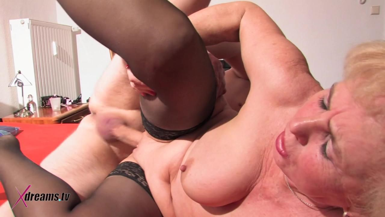 Mature Mom Get Fucked Her Wet Granny Hole
