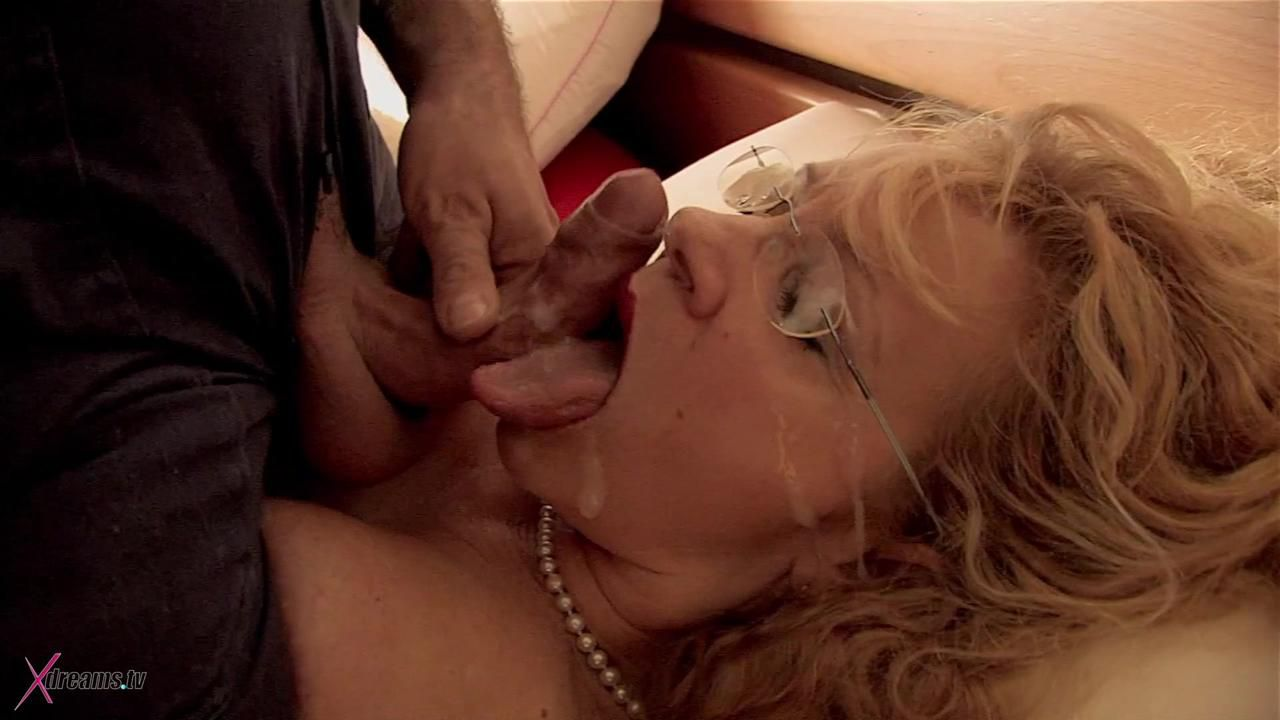 MILF Pay Her Plumber With Sex