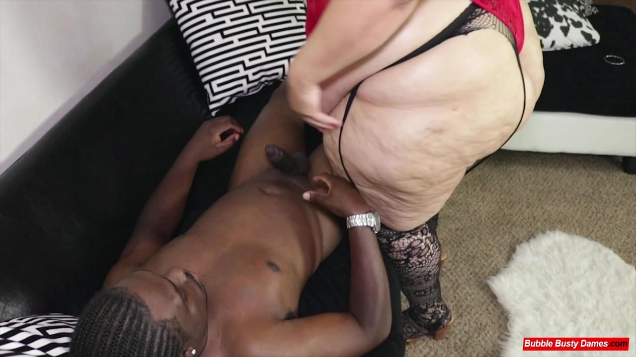 BIG LUSCIOUS DIVAS - STRAWBERRY CAKES Clip 2
