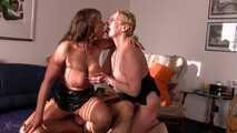 In My Home - Zwei vollbusige reife Frauen ficken ihren bekannten