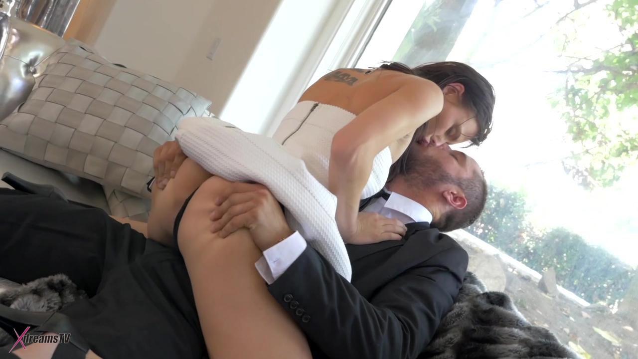 Aidra Fox - Reicher Mann bucht Escort Girl, um Spaß zu haben - Episode 2