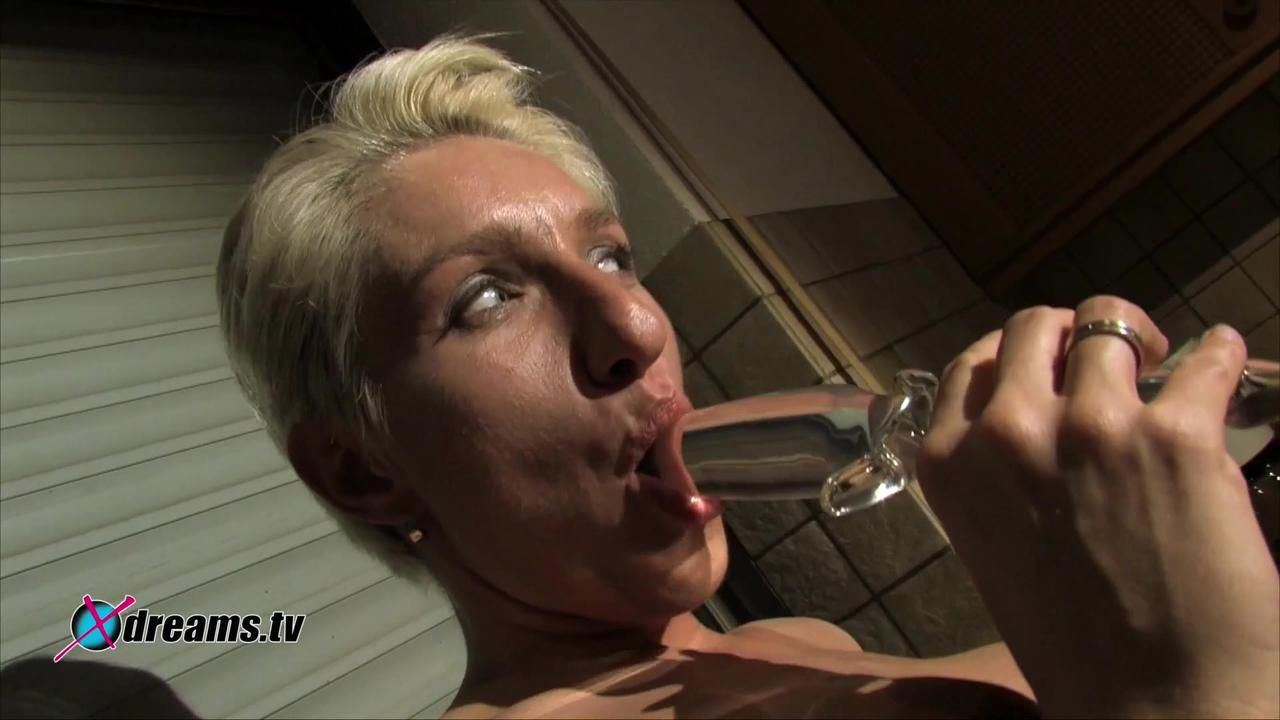 Bianca Neckt ihren Ehemann, indem sie es sich selbst macht