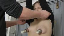 Bella - Jeanspiss, Titten und Pussy Torture