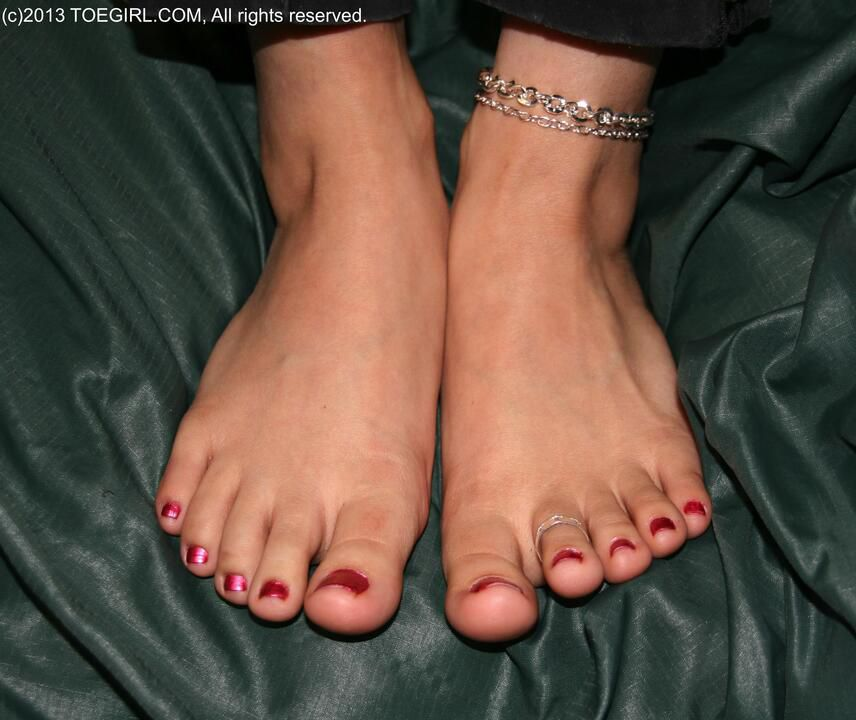 Pedicured Barefoot Cocktease