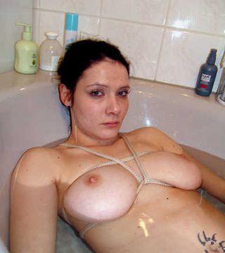 Im Bad gefesselt zurück gelassen!