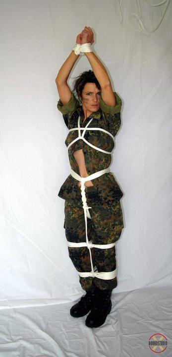 Military-Girl Gefesselt und geknebelt - Teil 2
