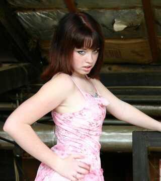 Kinky Florida Amateur Redhead Teen Flashing In A Warehouse