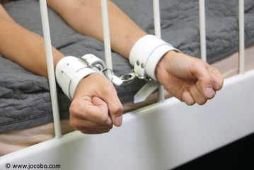 White Harnessgag & White Leathercuffs