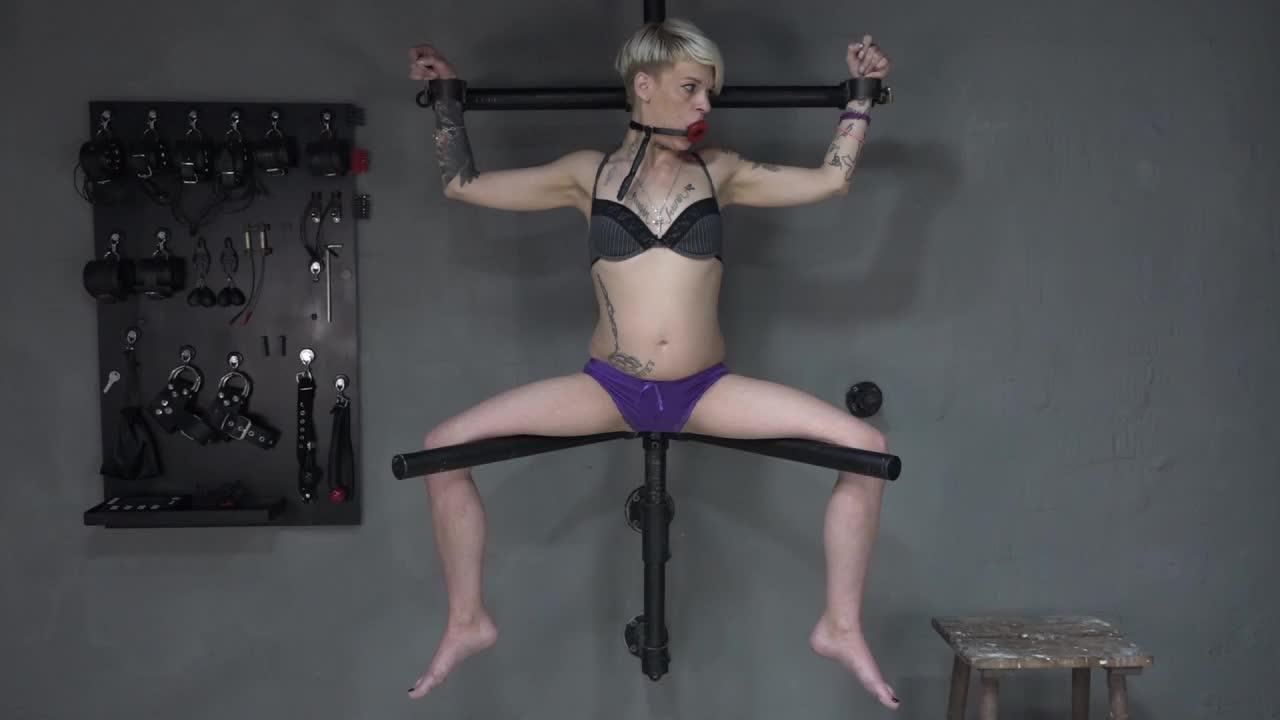 Lola Devil on the thigh spreader 2