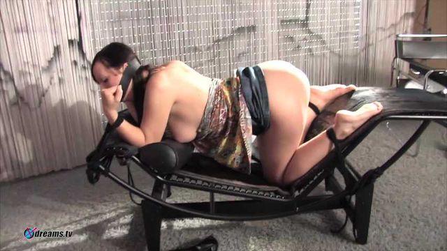 Erste Erfahrung von zwei Tussis in BDSM