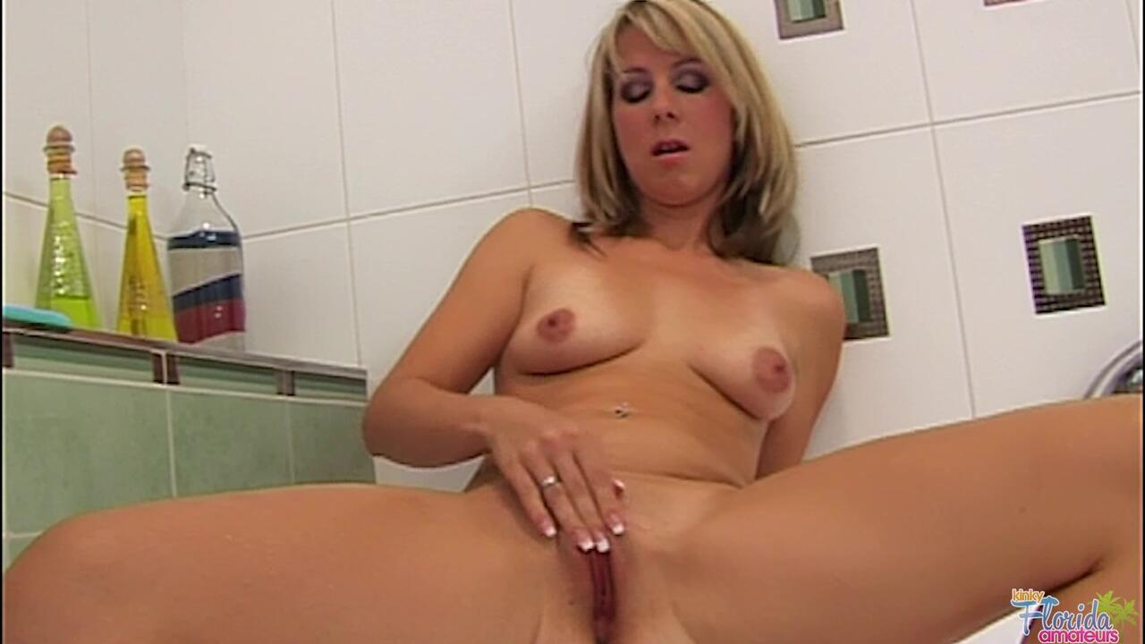Kinky Florida Amateur Milf Sue Hasten In Bathroom Shaving And Masturbating