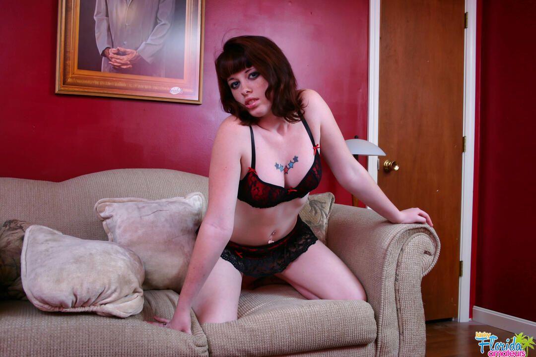 Kinky Florida Amateur Teen Barbie Posing On Couch