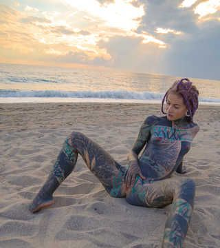 Anuskatzz stripties at the beach