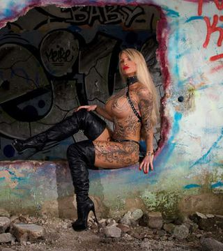 Harness, Leather & Topless in Lost Places...