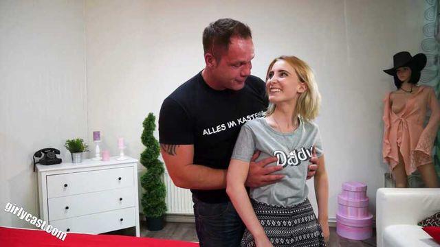 Süße Lia Fickmaschinen Casting & dann richtig gefickt