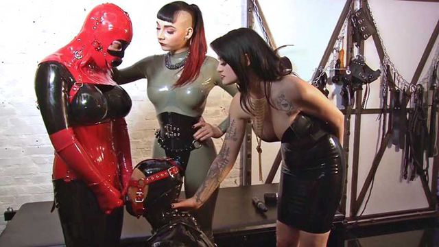 Lady Blackdiamoond - Die Gummipuppen Orgie Part1