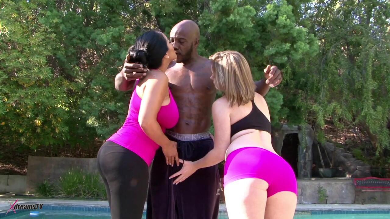 Black & White - Kiara Mia & Sierra Sanders - Unser persönlicher Fitnesstrainer