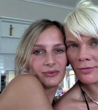 Heiße Lesbospiele mit Jenny Smart
