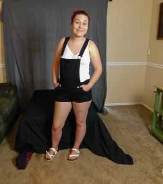 Kinky Amateur Teen Jessica Brown Stripping Out Of Her Overalls