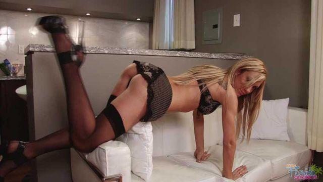 Kinky Milf Amy In Black Stockings