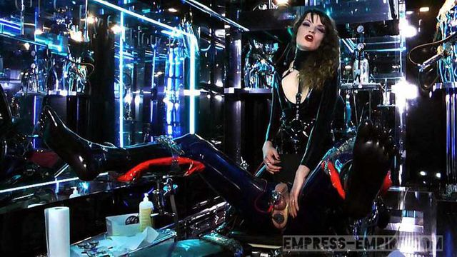 Lady Lilith - Holly, my RubberToy Part1