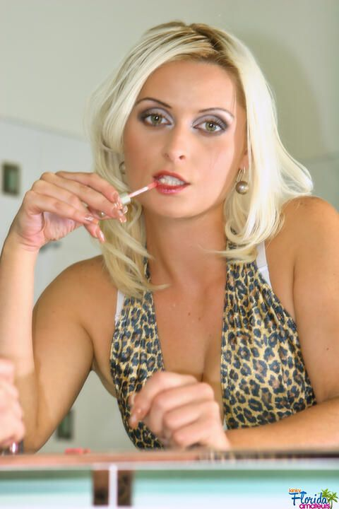 Kinky Florida Amateur Milf Amber Mitchell Stripping In Bathroom