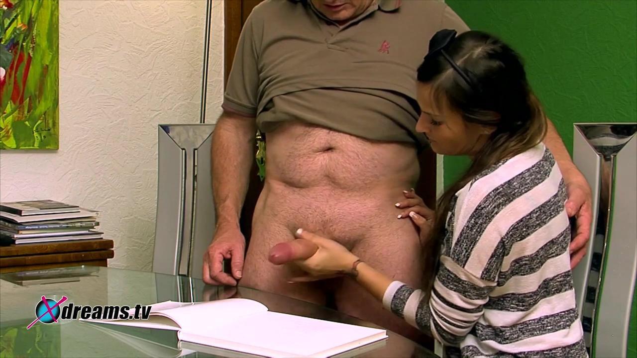 Holly gibt seinem Stiefvater einen heißen Handjob