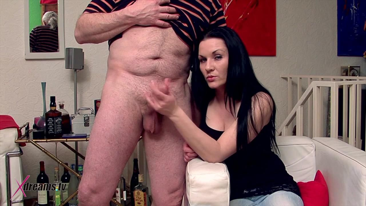 Mia's Handjob For Her Stepdad To Come To A Sorry End