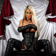 #letsplay #leather #gloves #overknee #boots