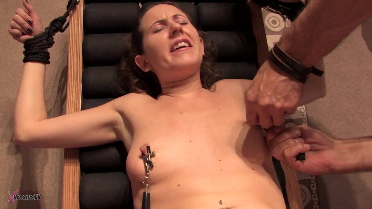 Yasemin - Gefesselt und gepeinigt auf dem Bondage-Stuhl