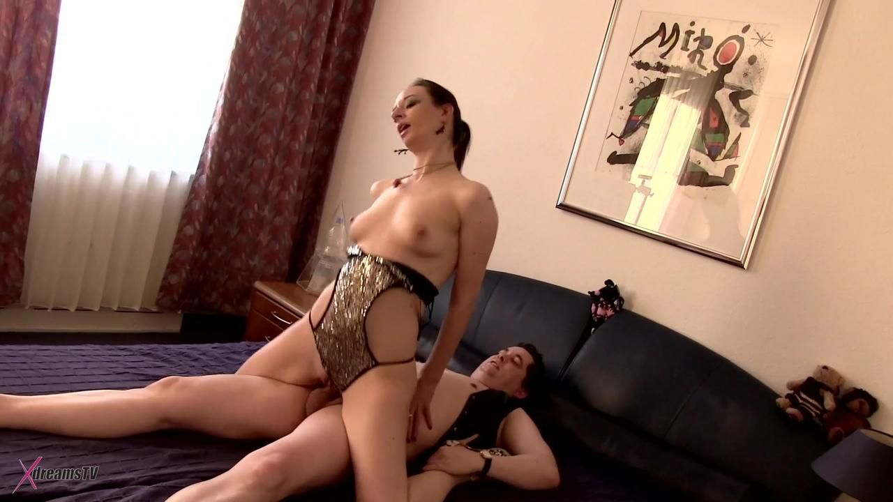 Amateur Nympho - Chubby Man Is Unable To Cope The Horny MILF