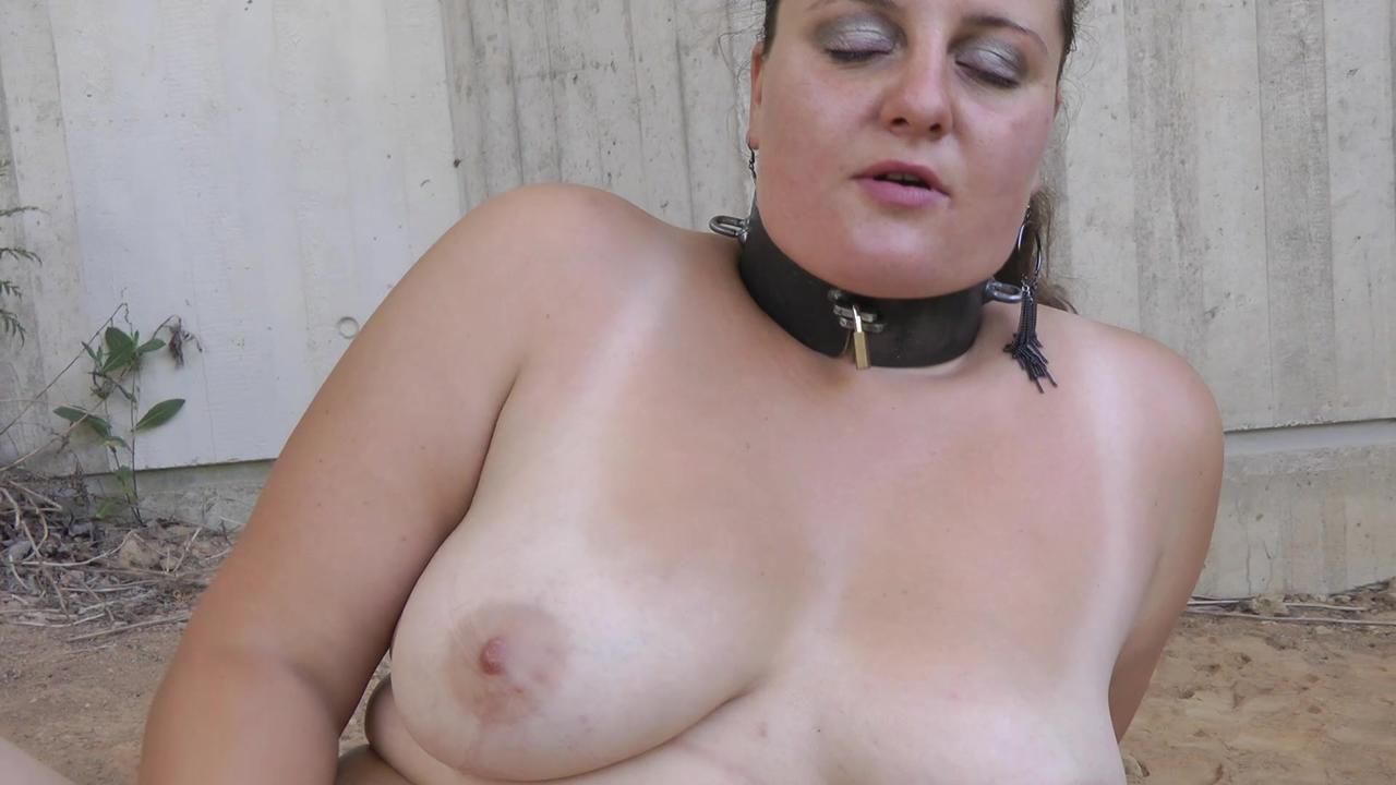 Ivorey - masturbate her pussy