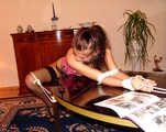 Elaine - Auf dem Tisch fixiert