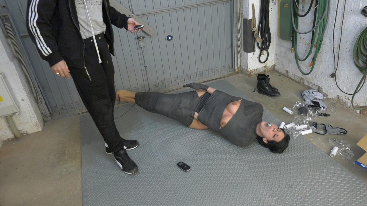 Garage fuck 02