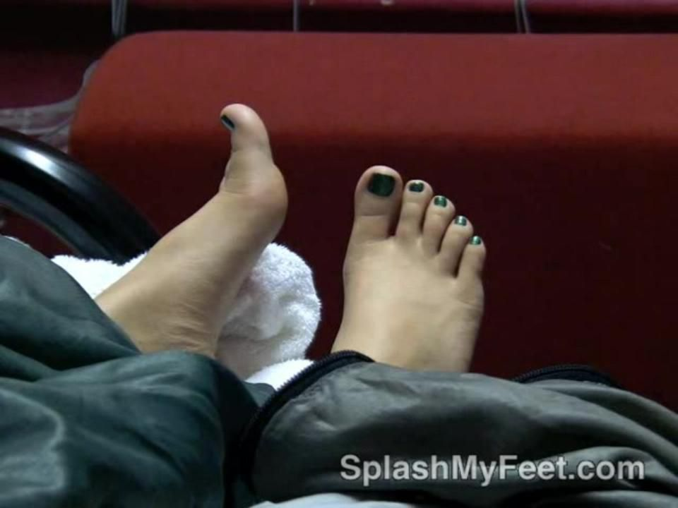 Sneaky Cum on her feet