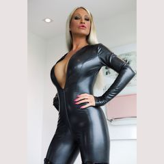 Good evening...<br /><br />#latex #catsuit #datex #shiny #rubber
