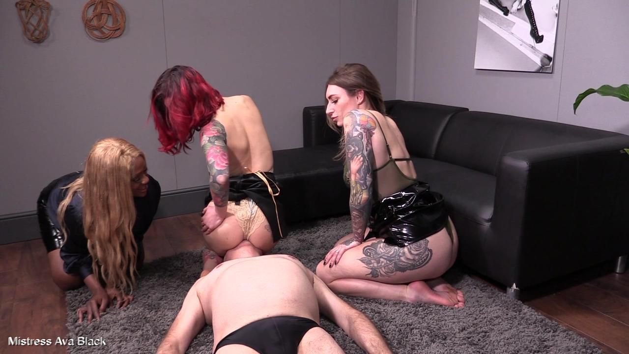 3 Dommes ride slave face - Part Two