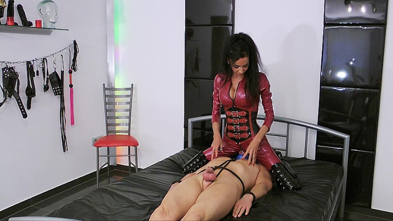 Mistress Zita -  4 Weeks Chastity