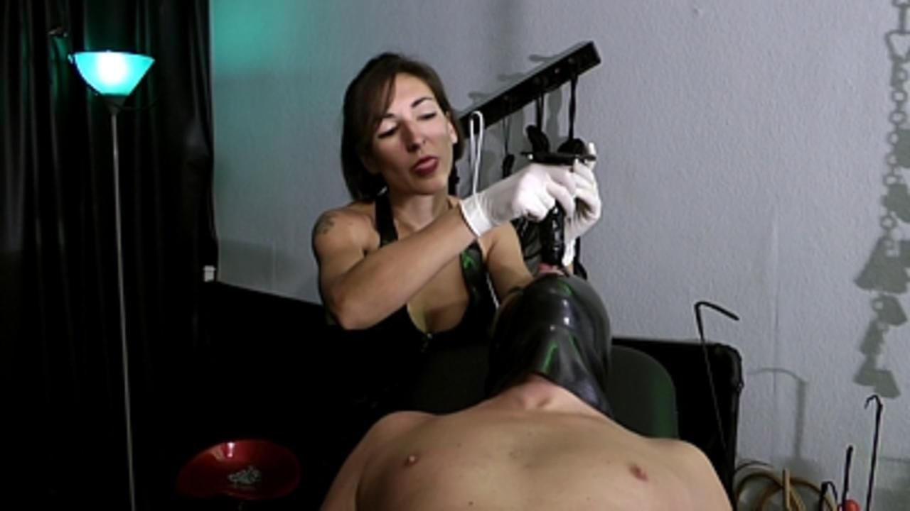 Baroness Mercedes - Strapon fuck auf den Gyn Stuhl