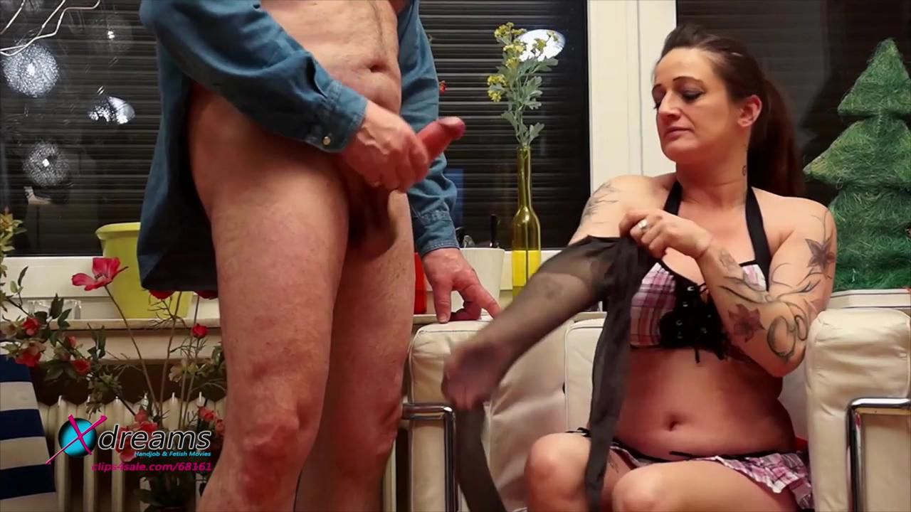 Vera's Pantyhose Handjob - Mommy Knows Best!
